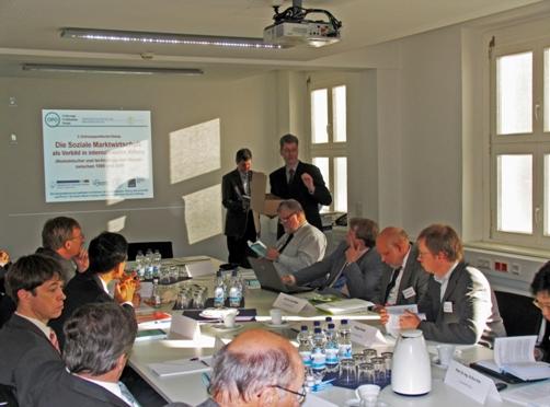 Arbeitsgruppensitzung im Konferenzraum